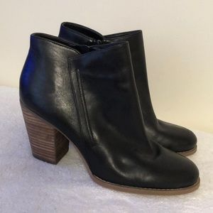 Guess soft leather black ankle boots like new 9.5